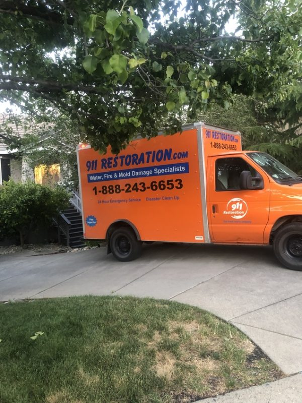 911-restoration-water-damage-truck-greenery_21